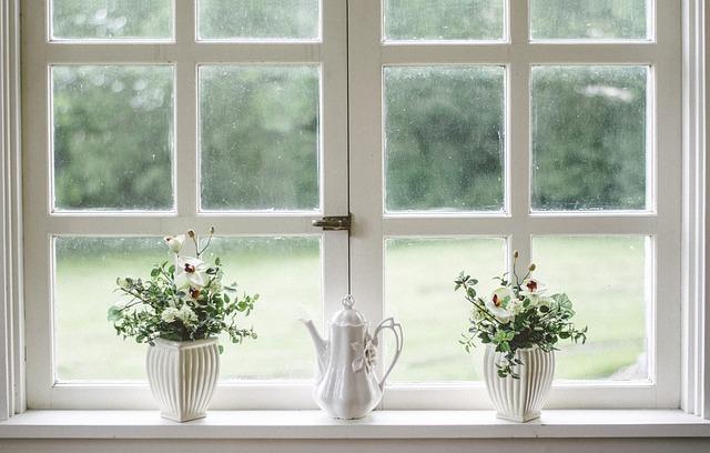 3 Dicas para limpar as calhas das janelas