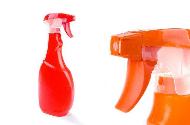 Os produtos de limpeza multiuso servem para limpar tudo