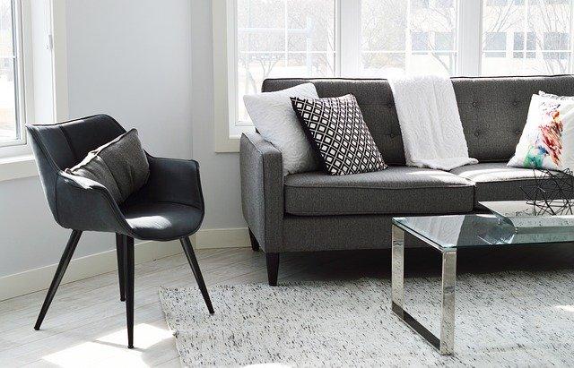 como proteger sofá da sujidade